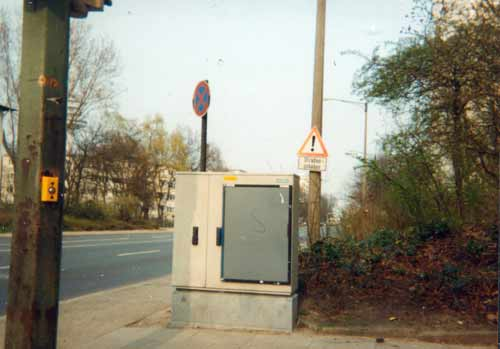 Stromkasten mit leeren Plakatrahmen
